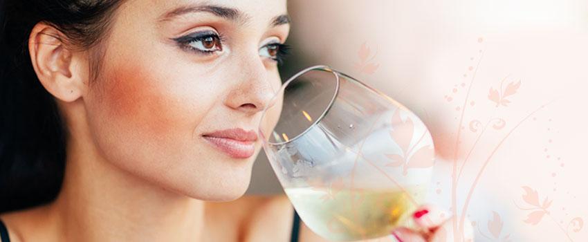 Mulheres que consomem bebidas alcoólicas têm mais risco de desenvolver rosácea